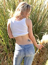 Jeans Nippels, Fiona Luv flashes her stuff
