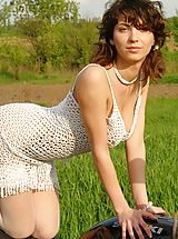 Outdoors Nippels, Unbelievably Crazy Teen