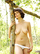 naked moms, Rimma is feeling great posing nude in amazing outdoor