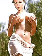 Naked Suze Randall, Veronika Zemanova bio & pix only on suze.net!