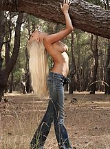 Nell - Outdoor Striptease