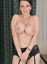 Naked Anilos, Stacy_ray - Cock hungry mom bends over and teases her tight shaved twat