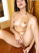 Naked Asian, Fang E Mae