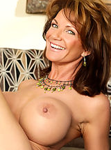 Erect Nipples, Deauxma