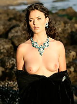 WoW nude betcee crystal of love