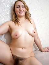 Naked Anilos, Ginger_love - Hot mom with a big round booty shows off her soft furry twat