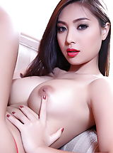 Naked Asian, Bellina
