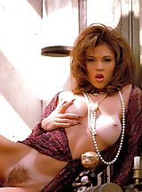 Naked Suze Randall, Lovely as she is lewd, this rangy raunchette puts you through an attention-riveting