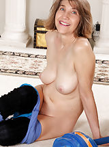 Milf Nippels, Bobby Bentley identified with Medium Boobs,Hairy Pussy,Brunette,Short hair,Masturbation,Athlete,Socks,Fair Skin,Thongs,Natural,Granny