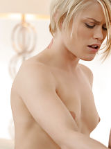 Auweia, der schwanz ist lang, Seductive blonde Ash Hollywood swallows her lovers cock before climbing on top to feel him deep in her craving pussy