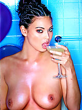 naked woman, Everyone wants to fuck Tera Patrick! Your wish is our command as we bring you one the hottest girls to put the sizzle in Suze.net.