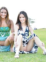 Naked Upskirt, Mary and Aubrey Pantiless in Hawaii