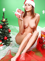 Armour Angels Nippels, Santa Babe Poses
