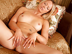 Sexy fit cougar Lailani fingers her slippery fuck hole