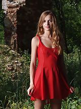 Outdoors Nippels, Femjoy - Conny in Lady in Red