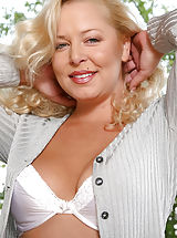 puffy boobs, Curly haired blonde anilos shows off her captivating frame in the park