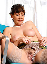 Milf Nippels, Alexandra Silk shows us whats underneath her clothes