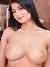 naked girl, Lucy Ly