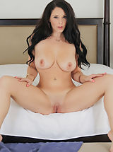 naked grils, Noelle Easton Unclothed Images