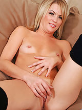[Spintax1], Cougar hottie Jessie Fontana finger fucks her sweet pussy from the back